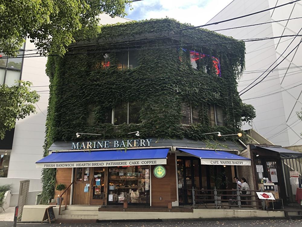 横浜元町『マリンベーカリー』ツタに覆われた海の目の前のパン屋