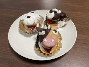 【桜木町】ケーキ屋『プチ』の干支「うっしーのミルククリームパフ」と「シロの生シュー」